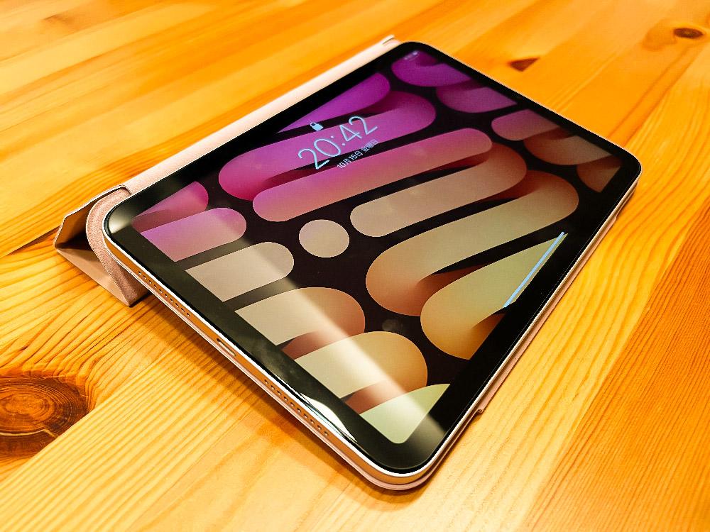 ESR iPad mini6 マグネットケースで傾斜を付けたところ